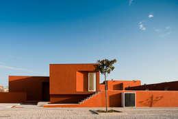 O House - Bom Sucesso, Design Resort, Leisure & Golf, Óbidos: Habitações  por Atelier dos Remédios