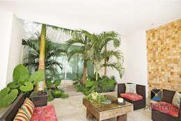 """Proyecto Residencial """"Casa CA18"""": Jardines de estilo ecléctico por PORTO Arquitectura + Diseño de Interiores"""