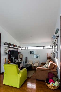 modern Living room by aaestudio