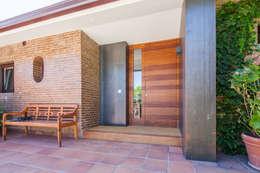 Projekty, nowoczesne Domy zaprojektowane przez Tarimas de Autor