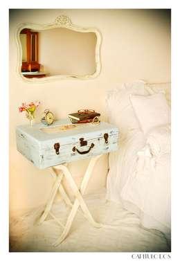Baúles y valijas: Dormitorios de estilo ecléctico por Capítulo Dos