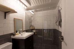 작업실 같은 집: 매트그라퍼스의  화장실