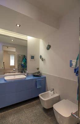 Bartolucci Architetti: modern tarz Banyo