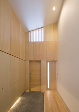 Corridor & hallway by アトリエ24一級建築士事務所