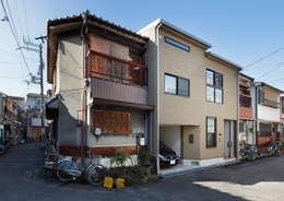 阿倍野の長屋〈renovation〉-5段の距離がいい-: atelier mが手掛けた家です。