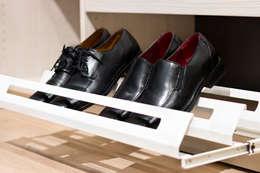 Vestidores y closets de estilo moderno por Elfa Deutschland GmbH