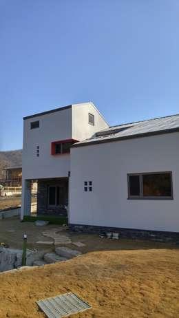 Z House: 봄 하우스플랜 의  주택