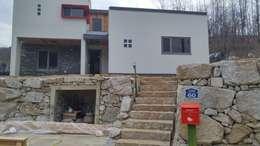 Projekty, nowoczesne Domy zaprojektowane przez 봄 하우스플랜