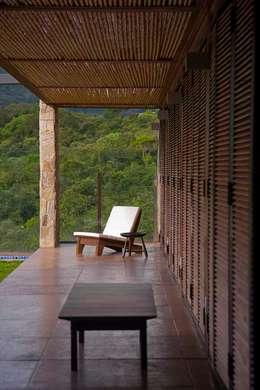 Projekty, rustykalne Domy zaprojektowane przez David Guerra Arquitetura e Interiores