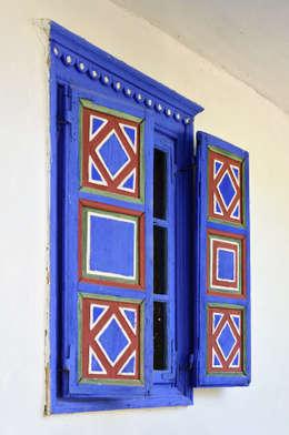 Puertas y ventanas de estilo rústico por London Window Cleaning