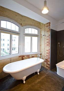 modern Bathroom by Studio DLF