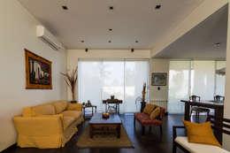 Carbone Fernandez Arquitectos: modern tarz Oturma Odası