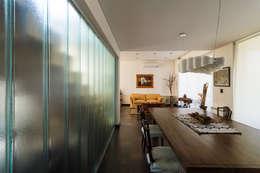 Carbone Fernandez Arquitectos: modern tarz Yemek Odası