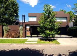 Casas de estilo moderno por Carbone Fernandez Arquitectos