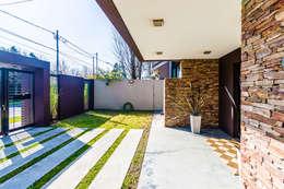 Carbone Fernandez Arquitectos: modern tarz Evler