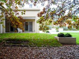 Projekty, klasyczne Domy zaprojektowane przez Carbone Fernandez Arquitectos