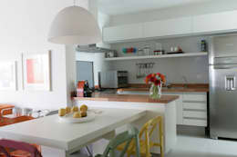 Apartamento Guarujá: Cozinhas modernas por Antônio Ferreira Junior e Mário Celso Bernardes