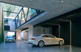 NP CC: Garajes de estilo minimalista por Esquiliano Arqs