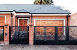 modern Houses by Carbone Fernandez Arquitectos