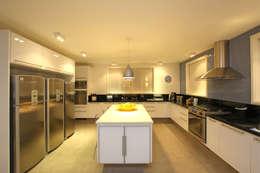 Cozinha: Cozinha  por Célia Orlandi por Ato em Arte