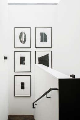 Corridor & hallway by Antonio Martins Interior Design Inc
