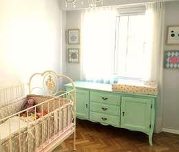 COMODAS, MESITAS, ESCRITORIOS...: Dormitorios infantiles  de estilo  por Mostaza Espacio de Diseño