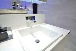 Suíte DOIS (em masculino): Banheiros modernos por Marcelo Minuscoli - Projetos Personalizados