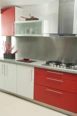 Más Proyectos.: Cocinas de estilo moderno por Sql Amoblamientos de Cocina