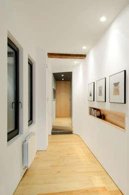 Corridor & hallway by Garmendia Cordero arquitectos