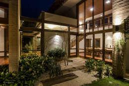 Jardines de estilo moderno por Mellani Fotografias