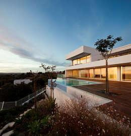 Casas de estilo moderno por MOM - Atelier de Arquitectura e Design, Lda