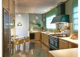 Cuisine de style de style Moderne par Elisabete Primati Arquitetura