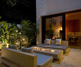 Chodha Residence:  Terrace by Sanctuary