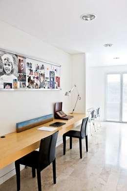 CASA EN SAN ISIDRO: Estudios y oficinas de estilo moderno por Arq. PAULA de ELIA & Asociados