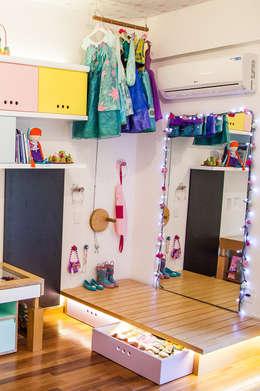 modern Nursery/kid's room by Hana Lerner Arquitetura