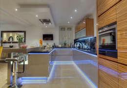 Villa d exception: Cuisine de style de style Moderne par LUSIARTE