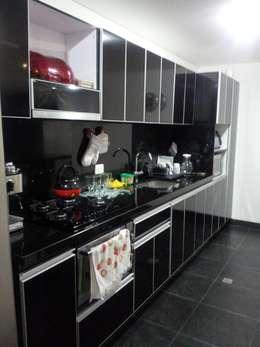 APTO. SIERRAS DEL ESTE - BOGOTA COLOMBIA: Cocinas de estilo moderno por MS - CONSTRUCCIONES MARIO SOTO & Cìa S.A.S.