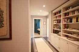 Pasillos y recibidores de estilo  por studiodonizelli