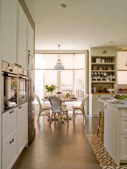 Office afrancesado: Cocinas de estilo clásico de DEULONDER arquitectura domestica