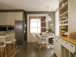 classic Kitchen by DEULONDER arquitectura domestica