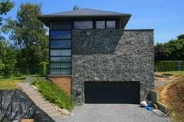 Nouvelle habitation à Marchovelette: Maisons de style de style Moderne par DELTA Architects Belgique