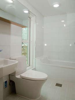 ห้องน้ำ by AAPA건축사사무소