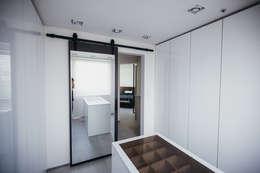 modern Dressing room by 샐러드보울 디자인 스튜디오
