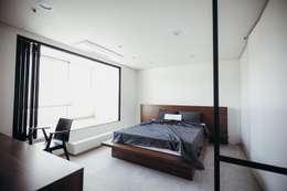 Спальни в . Автор – 샐러드보울 디자인 스튜디오