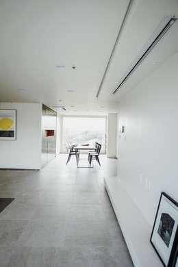 Гостиная в . Автор – 샐러드보울 디자인 스튜디오