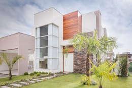 Casas de estilo moderno por Angelica Pecego Arquitetura