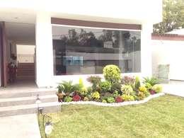 modern Houses by CESAR MONCADA S