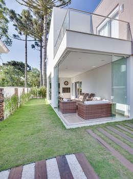 Jardines de estilo moderno por Angelica Pecego Arquitetura