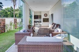 Terrazas de estilo  por Angelica Pecego Arquitetura