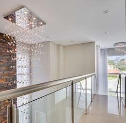 Pasillos y recibidores de estilo  por Angelica Pecego Arquitetura